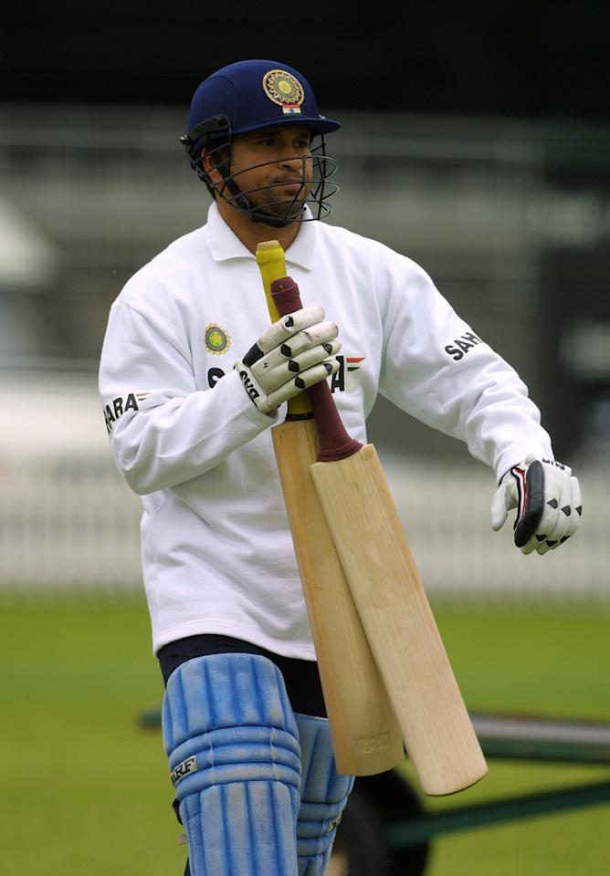 LONDON - 20 JUNE:  Sachin Tendulkar of India prepares to bat in the nets during a training session prior the triangular series against Sri Lanka and England, at Lord's, London on 20 June, 2002. (photo by Craig Prentis/Getty Images)