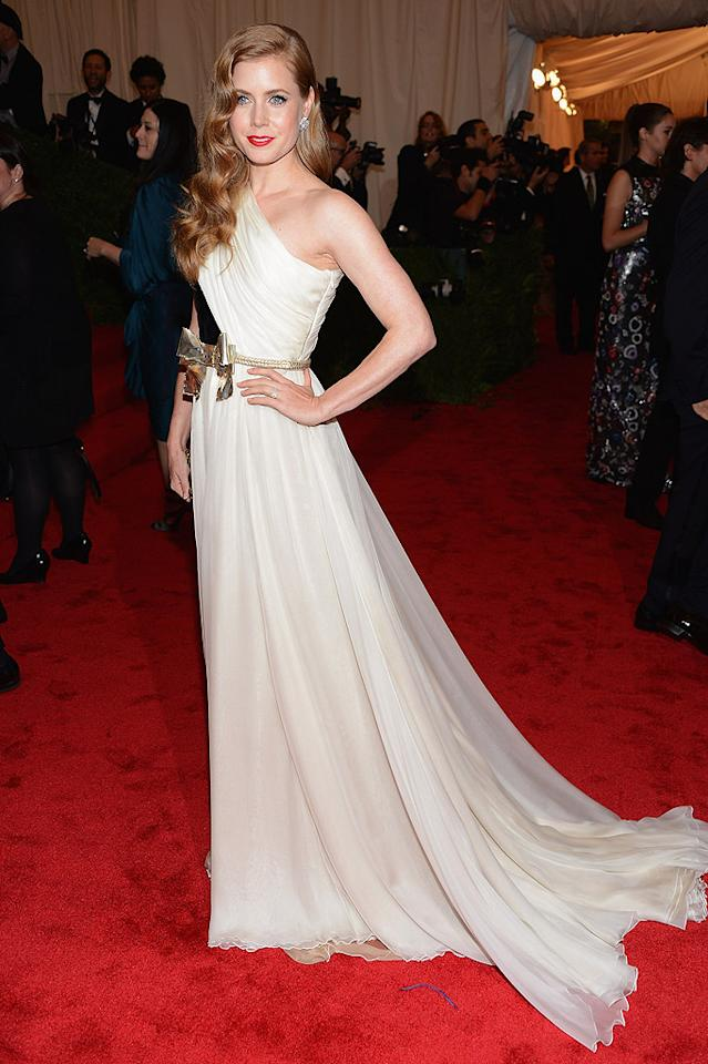 "<p class=""MsoNoSpacing"">Amy Adams looked angelic in a couture one-shouldered cream gown from Giambattista Valli, which was accented with a gold bow belt, Brian Atwood shoes, Judith Leiber bag, and Fred Leighton jewels.</p>"