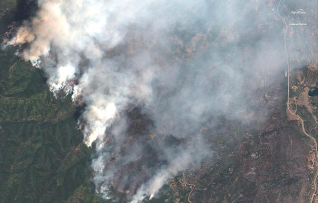 <p>A satellite image shows the 416 Wildfire burning west of Highway 550 and northwest of Hermosa, Colo., June 10, 2018. (Photo: © 2018 DigitalGlobe, a Maxar company/Handout via Reuters) </p>