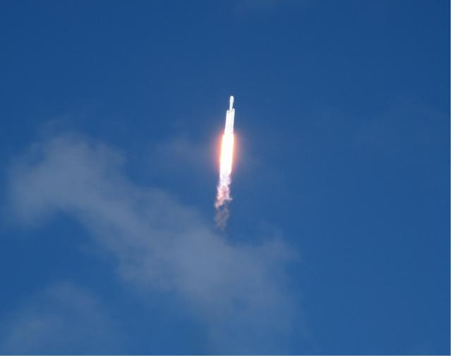 SpaceX successfully launched the world's most powerful rocket on Tuesday. (image: Rob Pegoraro)