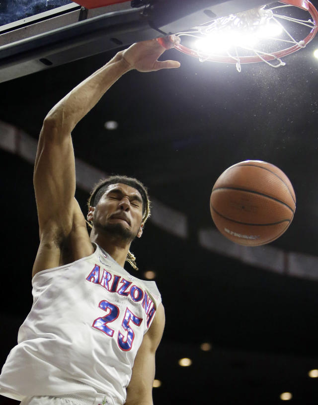 Arizona forward Keanu Pinder dunks during the second half of the team's NCAA college basketball game against Stanford, Thursday, March 1, 2018, in Tucson, Ariz. Arizona defeated Stanford 75-67. (AP Photo/Rick Scuteri)