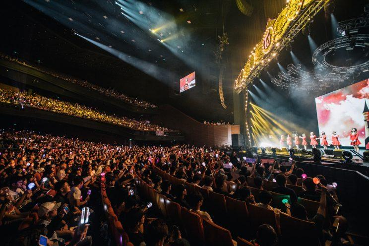 TWICE performing in Singapore (Photo: ONCE Production)