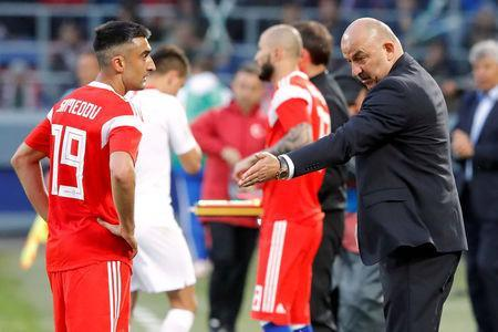 Soccer Football - International Friendly - Russia vs Turkey - VEB Arena, Moscow, Russia - June 5, 2018 Russia coach Stanislav Cherchesov speaks with Aleksandr Samedov REUTERS/Sergei Karpukhin