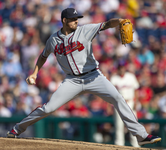 Atlanta Braves starting pitcher Kevin Gausman (45) throws in the first inning of a baseball game against the Philadelphia Phillies, Sunday, Sept. 30, 2018, in Philadelphia. (AP Photo/Laurence Kesterson)