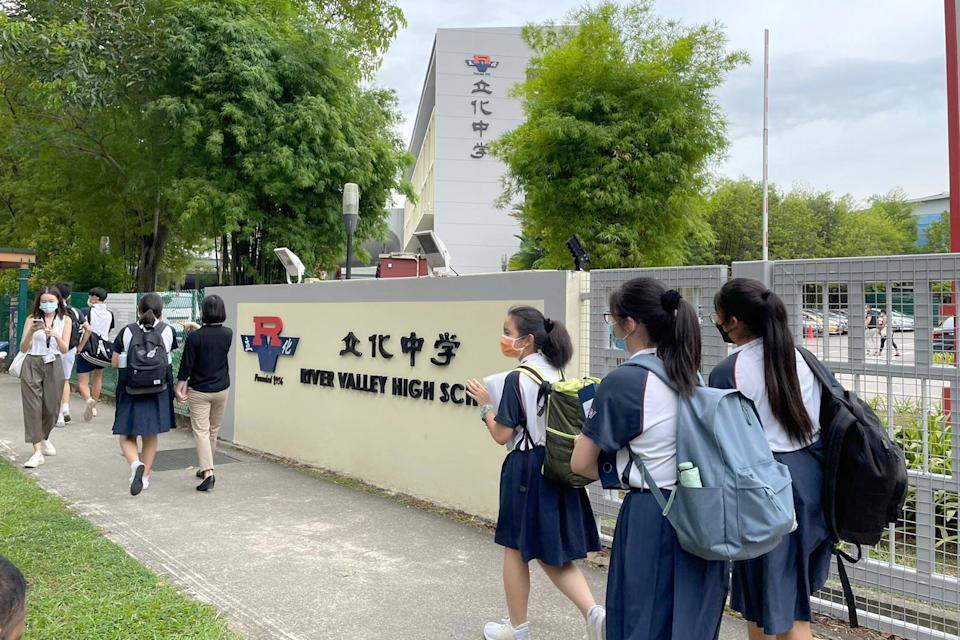 Students seen leaving the River Valley High School campus on 19 July. (PHOTO: Nicholas Yong / Yahoo News Singapore)