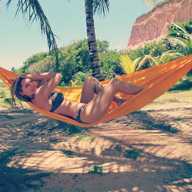 Celebrity photos: Kelly Brook continued to make us jealous of her body/life this week by tweeting a photo of herself in a bikini, hanging out in a hammock. Sigh.
