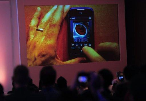 Apple, Samsung face onslaught at mobile fair