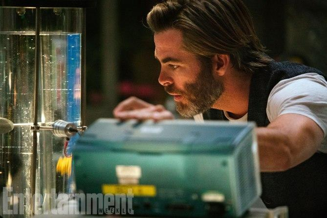 Chris Pine as Mr. Murry in 'A Wrinkle in Time' (credit: Entertainment Weekly, Disney)