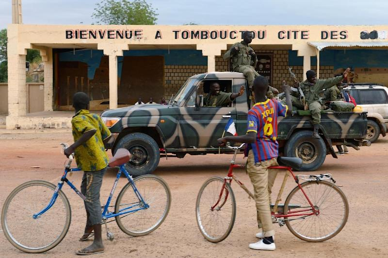 Youngsters welcome Malian soldiers as they enter the historic city of Timbuktu, occupied for 10 months by Islamists, on January 28, 2013