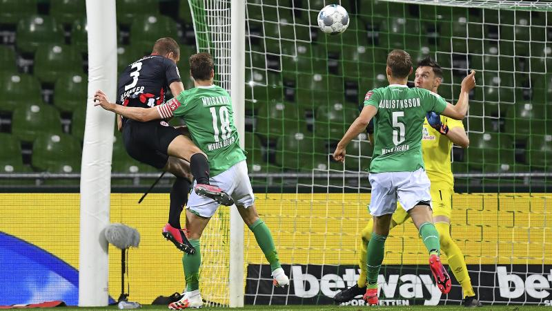 Stefan Ilsanker double downs struggling Bremen