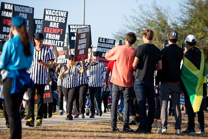 February 7, 2021; Tampa, Florida, USA; Maskless fans evade vaccines outside the Healthcare Heroes entrance to Raymond James Stadium before the Super Bowl LV between Kansas City Chiefs and Tampa Bay Buccaneers Take a picture of the protesters.  (Mary Holt / USA TODAY Sports via reuters)