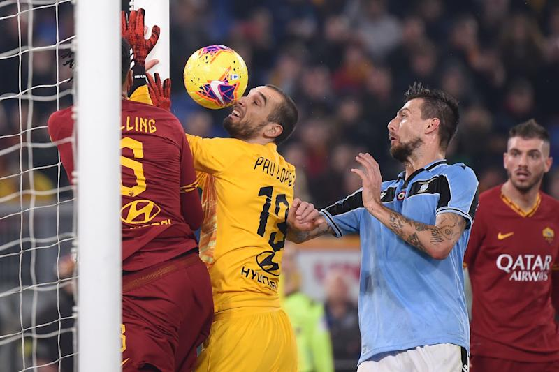 Roma goalkeeper Pau López (center) had an all-time blunder against Lazio. (Photo by FILIPPO MONTEFORTE/AFP via Getty Images)