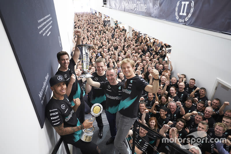 "#2 Campeones 2015<span class=""copyright"">Mercedes AMG</span>"