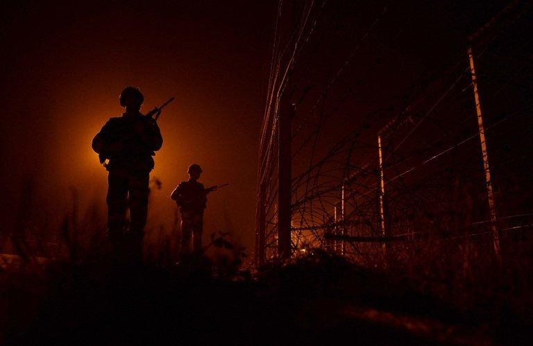 Indian soldiers patrol the India-Pakistan border in Suchit-Garh on January 11, 2013