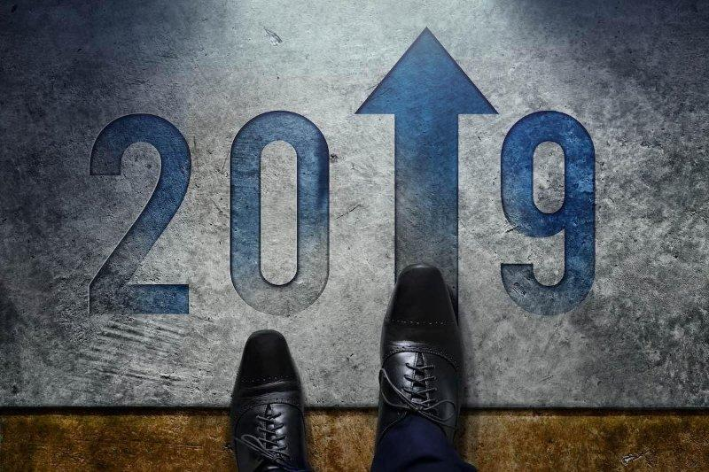 2019 on a floor mat with the 1 replaced with an arrow pointing up.