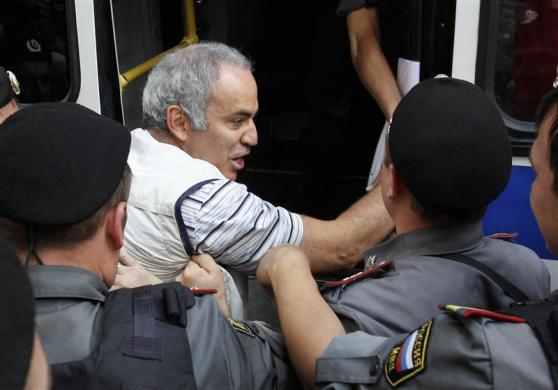 """Police detain former world chess champion and opposition leader Garry Kasparov (C) during the trial of the female punk band """"Pussy Riot"""" outside a court building in Moscow, August 17, 2012."""