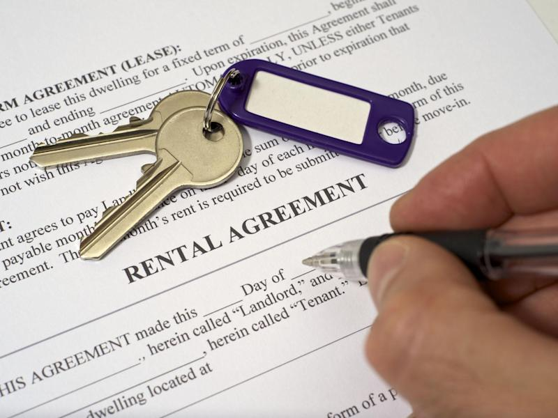 Rental document and a set of keys. Document is about to be completed by landlord: Getty Images/iStockphoto