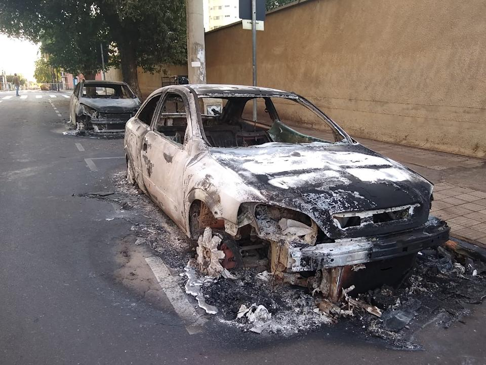 Cars burnt during a bank robbery are seen in Aracatuba, a city some 520 km from Sao Paulo, Brazil, on August 30, 2021. - A heavily armed group of bank robbers wreaked havoc across the southeastern Brazilian city of Aracatuba early Monday, striking three banks, setting fire to vehicles and tying hostages to their getaway cars, in an assault that left at least three people dead, officials say. (Photo by Lazaro Jr. / Hojemais Aracatuba / AFP) (Photo by LAZARO JR./Hojemais Aracatuba/AFP via Getty Images)