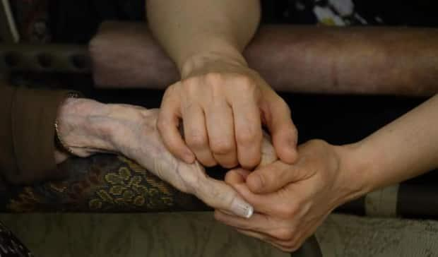 Every year, 76,000 new dementia cases are diagnosed in Canada. A group of Ottawa researchers have developed an online tool they hope will bring that number down. (Myriam Fimbry/Radio-Canada - image credit)