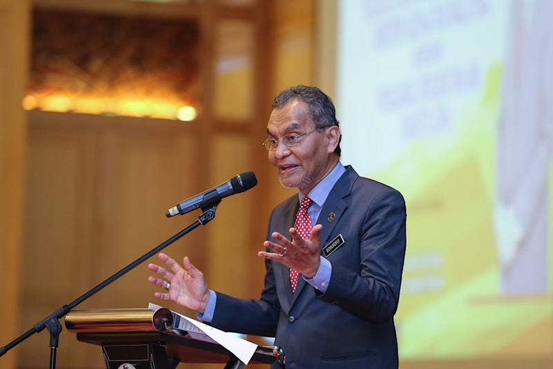 Health Minister Datuk Seri Dzulkefly Ahmad speaks during a townhall session at Puspanita Puri, Putrajaya June 11, 2019. — Picture by Yusof Mat Isa