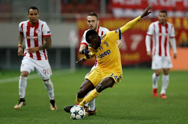 Soccer Football - Champions League - Olympiacos vs Juventus - Karaiskakis Stadium, Piraeus, Greece - December 5, 2017 Juventus' Blaise Matuidi in action with Olympiacos' Kostas Fortounis REUTERS/Costas Baltas