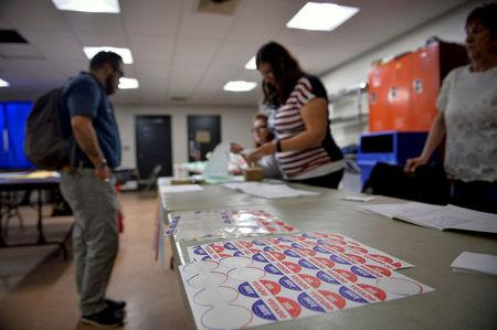 FILE PHOTO: Voters sign in to cast their ballot in the Pennsylvania primary at a polling place in Philadelphia, Pennsylvania, U.S., April 26, 2016. REUTERS/Charles Mostoller/File Photo