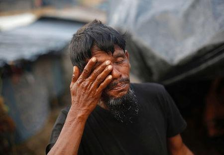 A Rohingya refugee washes himself outside his temporary shelter at Balukhali makeshift refugee camp in Cox's Bazar, Bangladesh, September 13, 2017. REUTERS/Danish Siddiqui