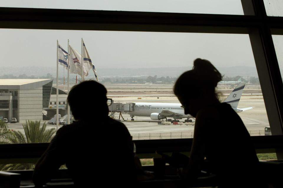 A plane belonging to Israel's national airline El Al sits on the tarmac of Ben Gurion International airport, near Tel Aviv, on July 23, 2014 (AFP Photo/Gil Cohen Magen)