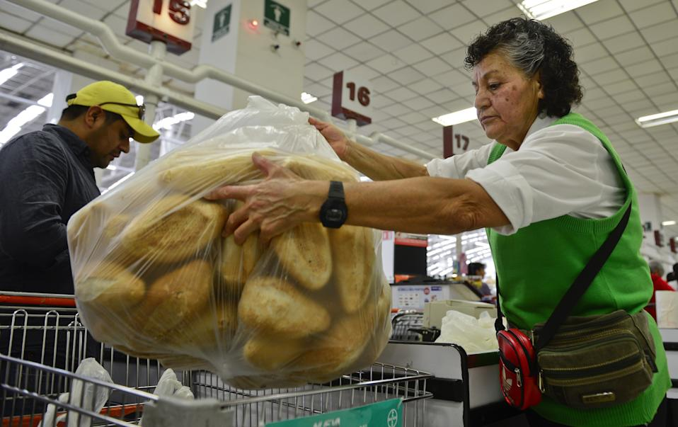 TO GO WITH AFP STORY by Yemeli Ortega An elderly woman works in a supermarket in Mexico City, on March 17, 2015. Many Mexican grandparents dare to be volunteer packers in supermarkets, because the tips they receive --between 10 and 20 dollars per day-- are higher than what they would get as an employee.    AFP PHOTO/RONALDO SCHEMIDT        (Photo credit should read RONALDO SCHEMIDT/AFP via Getty Images)