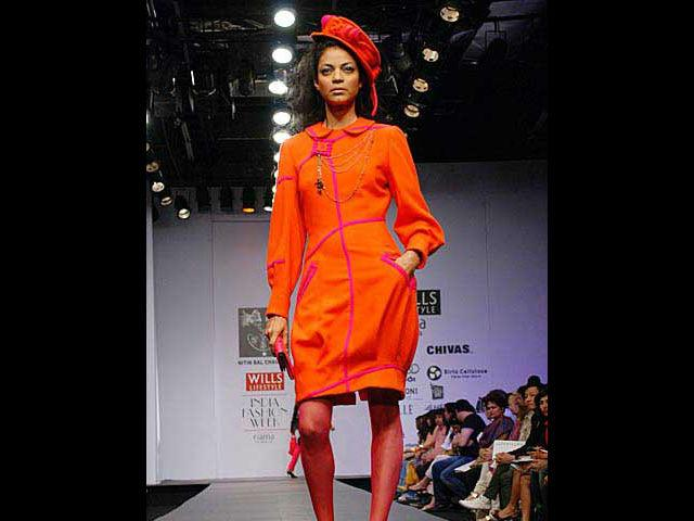 <b>1. Noyonika Chatterjee</b><br> Noyonika has been the queen of the ramp for over a decade. She was one of the first models to break the stereotype of light-skinned models. Till today, her warm complexion is her biggest asset. She not only walks the ramp but also trains new models and choreographs shows.