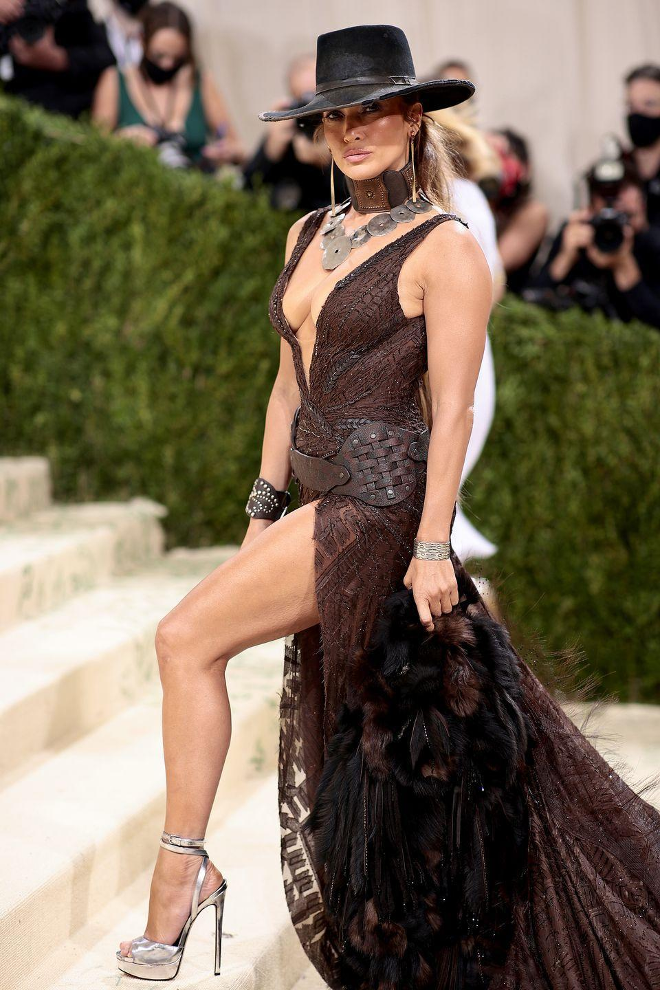 <p>J Lo understood the damn assignment! When the American fashion theme was announced, your girl here called up Ralph Lauren and requested the most glamorous high-fashion cowgirl look he could possibly dream up. </p>