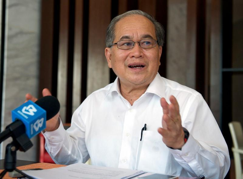 Datuk Amar Douglas Uggah, said four of  the six BID cases had  some symptoms but had not sought treatment at the government hospital.said four of  the six BID cases had  some symptoms but had not sought treatment at the government hospital. — Bernama pic