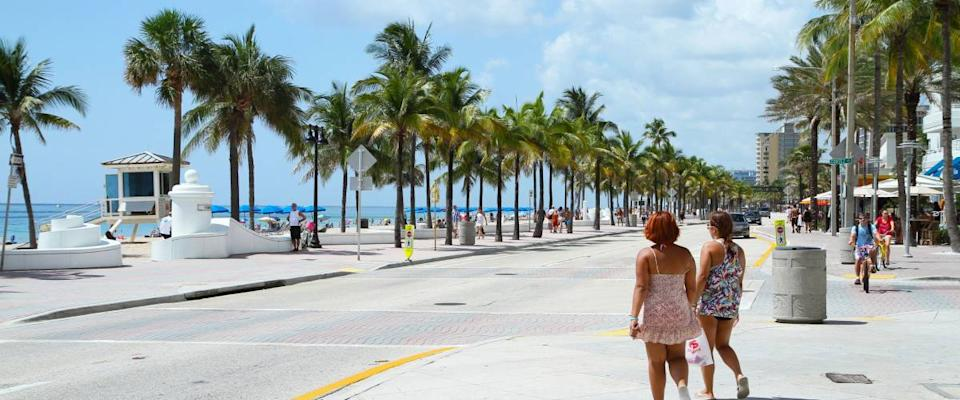 FORT LAUDERDALE, FL, USA - June 21, 2014:  Tourist getting ready to spend the first day of summer enjoying the beautiful weather at Fort Lauderdale Beach.