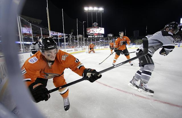 Anaheim Ducks defenseman Cam Fowler, left, and Los Angeles Kings center Anze Kopitar, of Slovenia, battle for the puck during the second period of an NHL outdoor hockey game at Dodger Stadium in Los Angeles, Saturday, Jan. 25, 2014. (AP Photo/Chris Carlson)