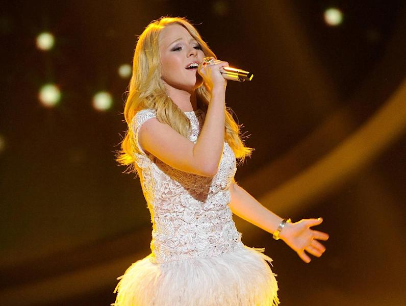 """FILE - In this April 11, 2012 file photo released by Fox, Hollie Cavanagh performs on the singing competition series """"American Idol,"""" in Los Angeles. Cavanagh on Thursday, April 19, 2012 was among the bottom three contestants on the Fox talent competition. (AP Photo/Fox, Michael Becker, File)"""