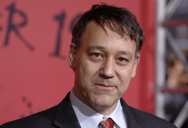"""The producer of """"30 Days of Night"""", Sam Raimi, attends the film's premiere at Grauman's Chinese Theatre in Hollywood October 16, 2007. REUTERS/Phil McCarten (UNITED STATES)"""