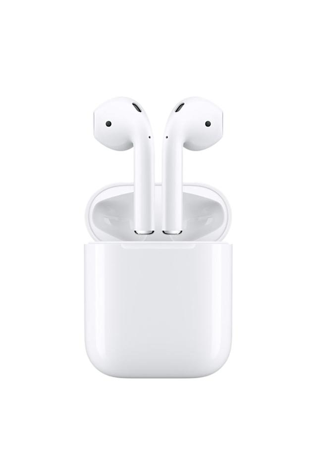 <p>The newly launched wireless earbuds from Apple respond with a simple tap system, and make an easy gift for techies and clumsy people who routinely break their headphone cables]]>🙋