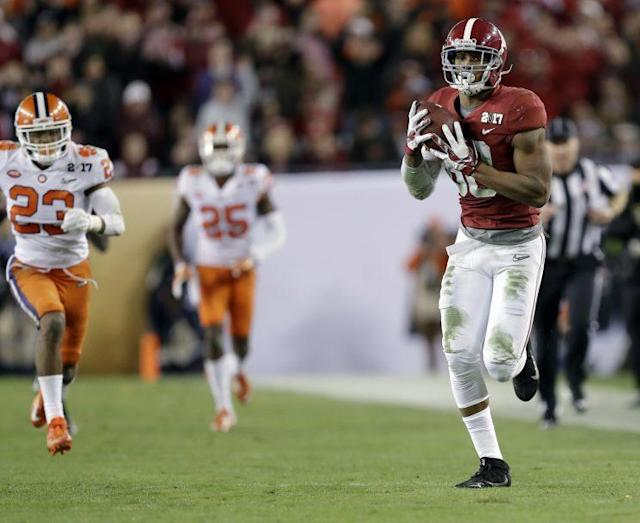 Alabama tight end O.J. Howard is expected to be selected in the first round of the NFL draft. (AP)