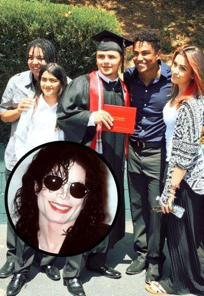 Michael Jackson's kids released a photo on Twitter of them all together and  people can't get enough of it.