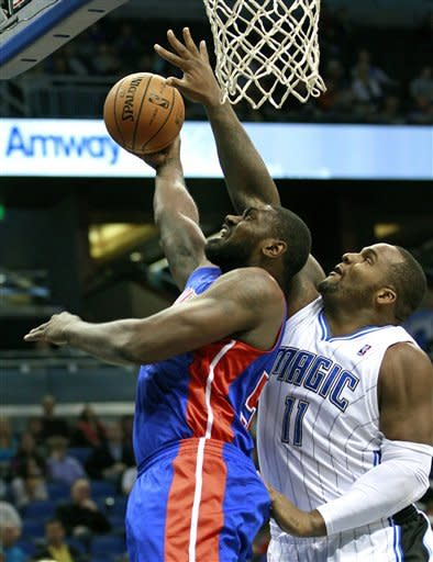 Detroit Pistons' Jason Maxiell, left, gets off a shot in front of Orlando Magic's Glen Davis (11) during the first half of an NBA basketball game, Wednesday, Nov. 21, 2012, in Orlando, Fla. (AP Photo/John Raoux)