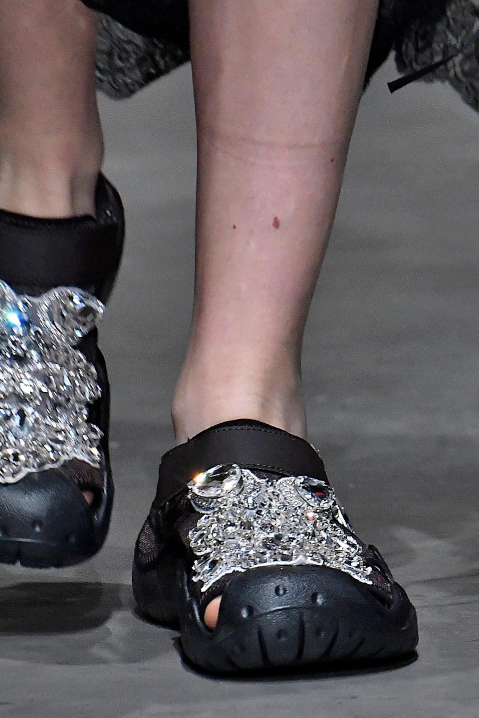 These shoes CLEARLY make a statement. (Photo: Victor VIRGILE via Getty Images)