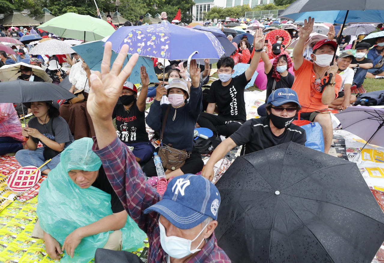 Thai protesters hold ambitious rally for democratic reforms