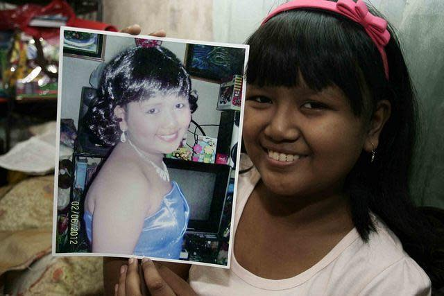 Fifteen year old Marielle Mae Estoy, a cancer warrior, at her home in Pasig City, east of Manila, on 19 March 2012. Estoy has been fighting leukemia since she was 5. (Mike Alquinto/NPPA Images)