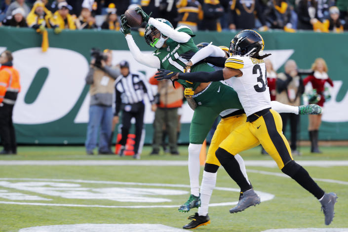 New York Jets wide receiver Robby Anderson (11) pulls in a touchdown during the first half of an NFL football game against the Pittsburgh Steelers, Sunday, Dec. 22, 2019, in East Rutherford, N.J. (AP Photo/Seth Wenig)