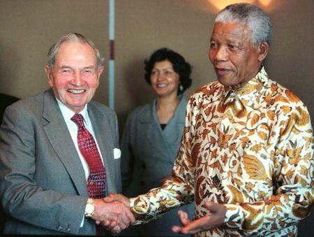 South Africa's President Nelson Mandela poses for photographers with David Rockefeller following a business breakfast held at the Rockefeller Center in New York,  September 18. REUTERS