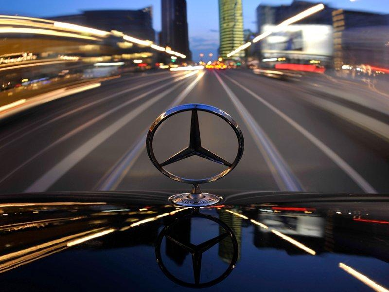 Daimler profit rises on one-off gain