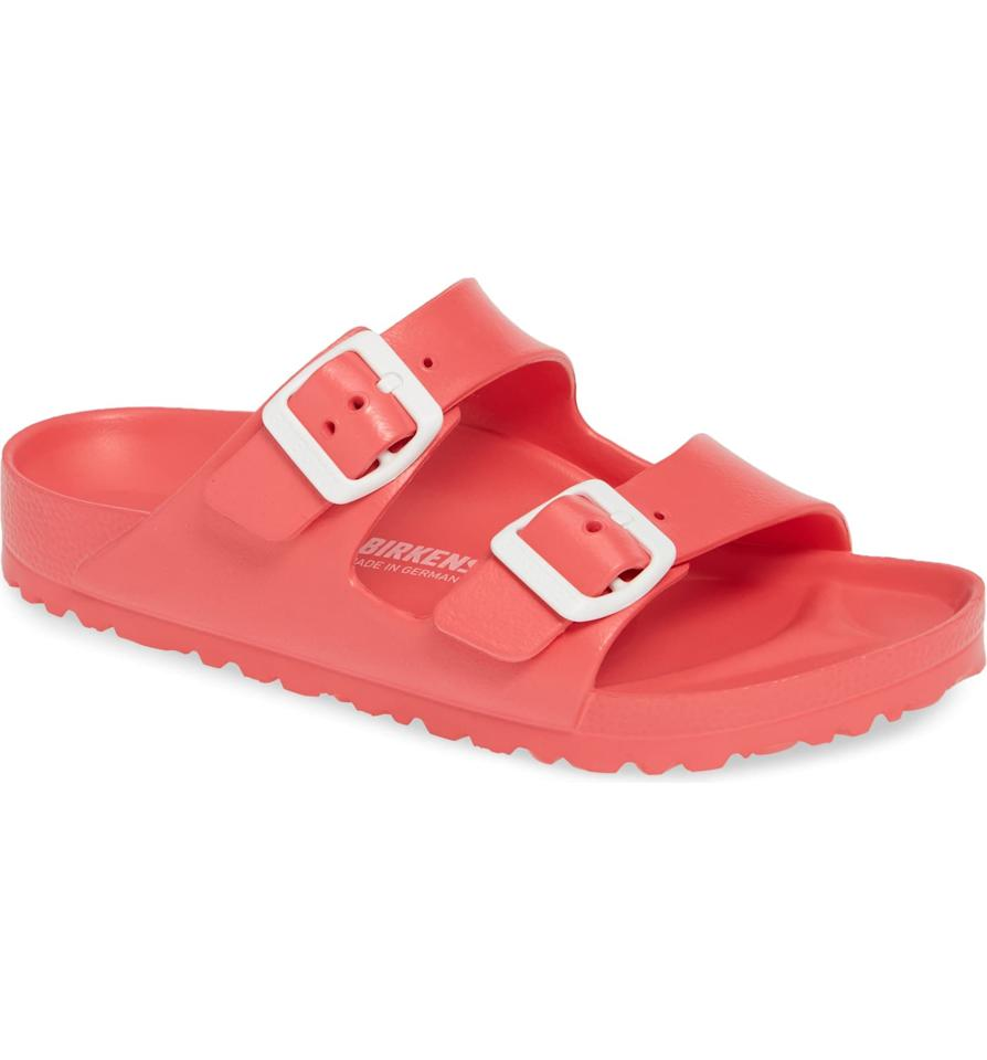 "<p><strong>Birkenstock</strong></p><p>nordstrom.com</p><p><strong>$39.95</strong></p><p><a href=""https://go.redirectingat.com?id=74968X1596630&url=https%3A%2F%2Fshop.nordstrom.com%2Fs%2Fbirkenstock-essentials-arizona-slide-sandal-women%2F4152948&sref=http%3A%2F%2Fwww.prevention.com%2Fbeauty%2Fstyle%2Fg19599046%2Fbest-shoes-for-bunions%2F"" target=""_blank"">SHOP NOW</a></p><p>The great thing about Birkenstocks? The widest part of the sandal aligns perfectly with where bunions show up. Dr. Langer says Birkenstocks are one of the<strong> </strong>better options for bunions because <strong>they have a natural foot shape</strong>. One Nordstrom reviewer says, ""I'm obsessed with these sandals! The price point cannot be beat and they are so comfortable.""</p>"