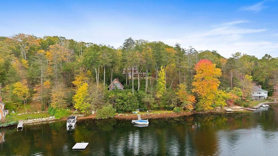 """<h2>Lake Oscawana, New York</h2><br><strong>Location: </strong>Putnam Valley, New York<br><strong>Sleeps: </strong>4<br><strong>Price Per Night: </strong><a href=""""http://airbnb.pvxt.net/YggrWq"""" rel=""""nofollow noopener"""" target=""""_blank"""" data-ylk=""""slk:$350"""" class=""""link rapid-noclick-resp"""">$350</a><br><br>""""Beautiful, secluded cottage on pristine Lake Oscawana with breathtaking views throughout. Escape the city and enjoy the fresh country air! Extra-large great room, cathedral ceilings, loft bedroom, kitchenette, bathroom, fireplace, and a wall of double-height windows with spectacular lake views. Central AC and heat. Hardwood floors, private large deck, and BBQ. Private dock (shared w with owner) nestled in a cove where you can swim, fish, or paddleboard. Only one hour from NYC. Hiking trails nearby.""""<br><br><h3>Book <a href=""""http://airbnb.pvxt.net/YggrWq"""" rel=""""nofollow noopener"""" target=""""_blank"""" data-ylk=""""slk:Lakefront Cottage"""" class=""""link rapid-noclick-resp"""">Lakefront Cottage</a></h3><br>"""