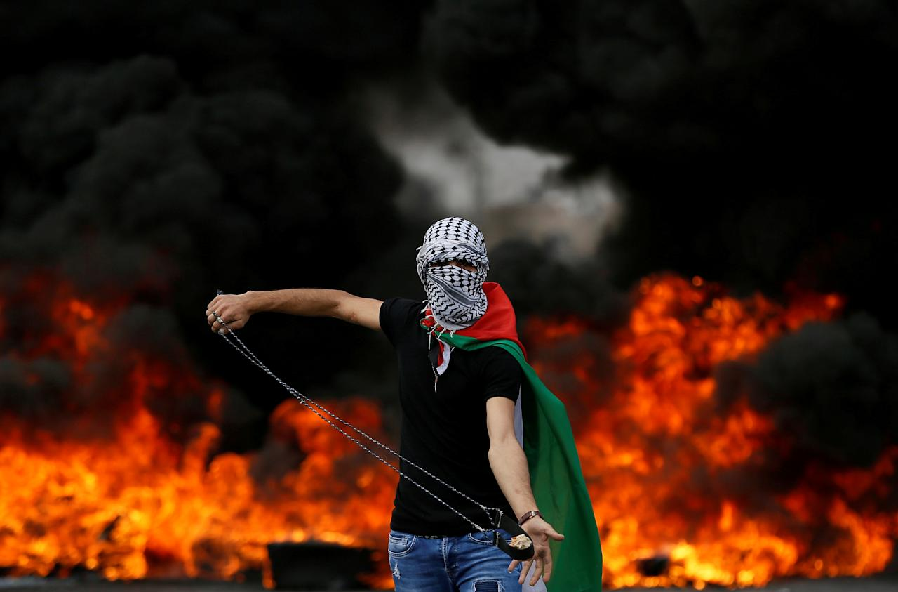 <p>A Palestinian demonstrator holds a sling during a protest marking the 70th anniversary of Nakba, near the Jewish settlement of Beit El, near Ramallah, in the occupied West Bank, May 15, 2018. (Photo: Mohamad Torokman/Reuters) </p>