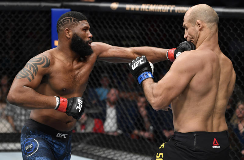 RALEIGH, NORTH CAROLINA - JANUARY 25: (L-R) Curtis Blaydes punches Junior Dos Santos of Brazil in their heavyweight fight during the UFC Fight Night event at PNC Arena on January 25, 2020 in Raleigh, North Carolina. (Photo by Jeff Bottari/Zuffa LLC via Getty Images)
